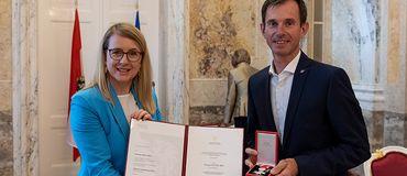 Silbernes Verdienstzeichen für SkillsAustria-Experte Thomas Hofer
