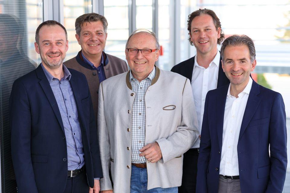 Der Vorstand des Zukunftsforum mit Herrn Mattes (Bundesinnungsmeister, mitte): Herr Dullinger (Grundfos), Herr Rotter (Landesinnungsmeister Salzburg), Herr Gruber (Frauenthal-Gruppe), Herr Hagleitner (Austria Email)